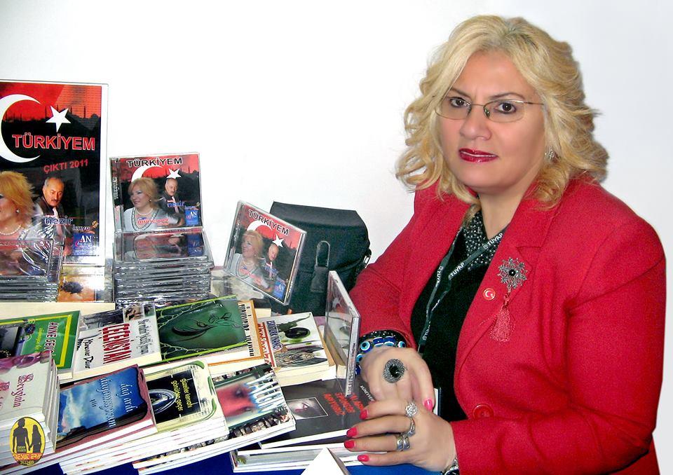 Yazar Münevver hanım Düverin doğum gününü kutluyoruz!